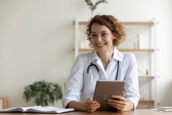 Corporate Influencer: Ärztin im Krankenhaus